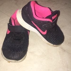 Nike toddler black and hot pink sneakers 7C